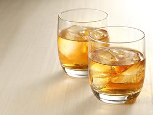 白山命水でウイスキーの水割り